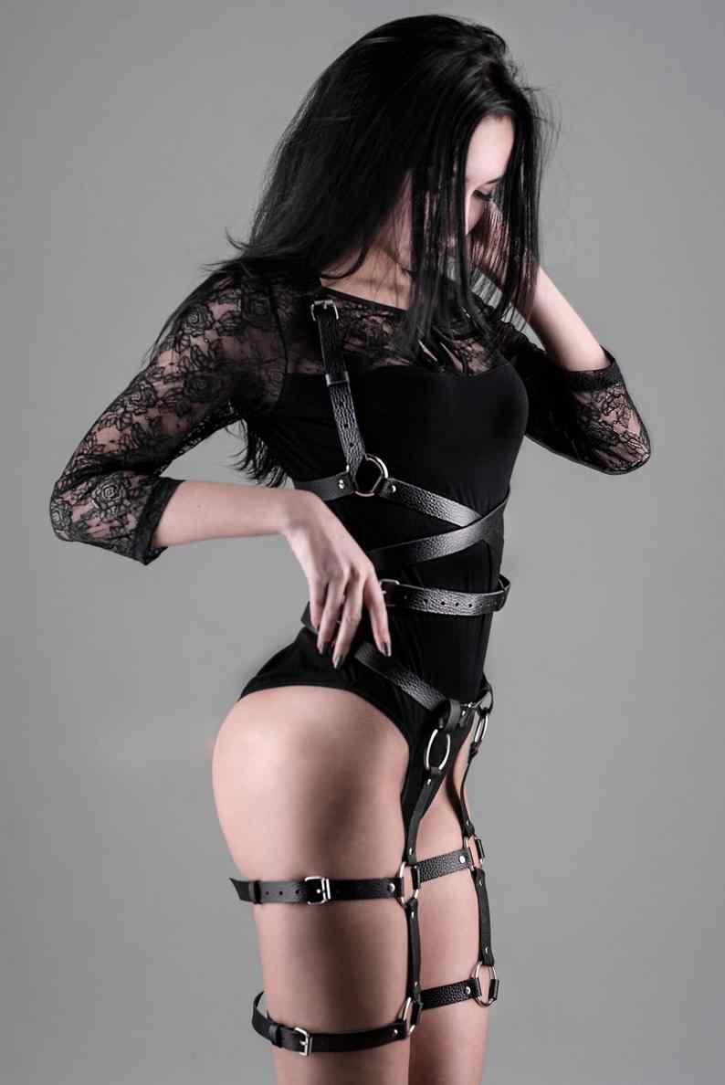 CEA. koşum deri koşum 2 parça Set jartiyer kemerler seksi kadın bel bacak esaret kafes askıları sutyen jartiyer vücut kemer göğüs