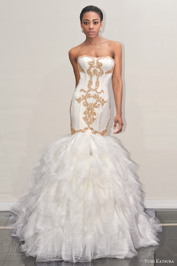 Luxury Sweetheart Mermaid Wedding Dress Sexy Strapless Chapel Train Tiered Gold Applique Vestido De Noiva NM 553