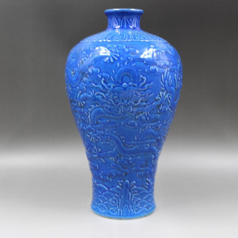 Qing Dynastie Qianlong Année Marque Relief sculpté dragon motif en céramique vase antique porcelaine d'ameublement des ménages antiquités