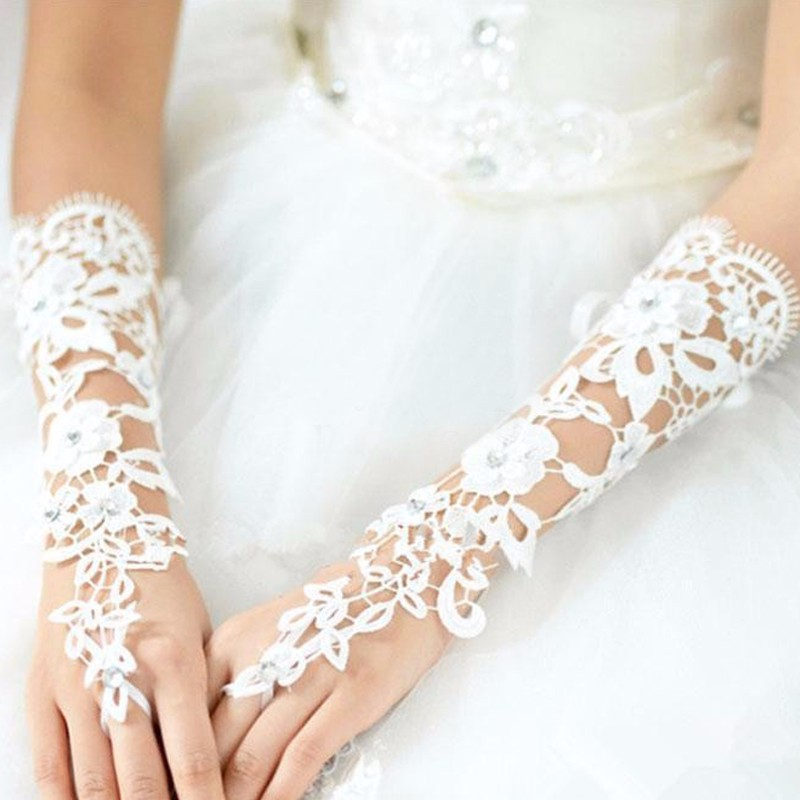 Custom-Made-Bridal-Gloves-Fabulous-Lace-Diamond-Flower-White-Ivory-Glove-Hollow-Wedding-Accessories (2)