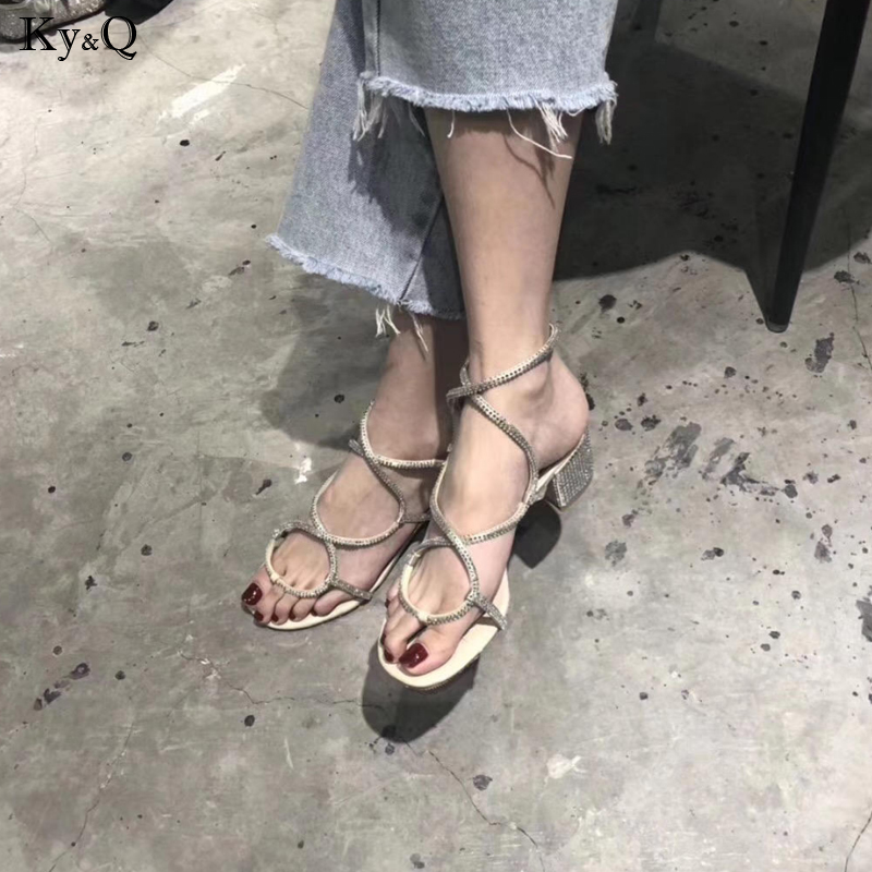 2019 Summer New Ladies Fashion Round Head Buckle Slimming Rhinestone Comfortable Thick With Casual Wild Mid-heel Sandals 3-5cm2019 Summer New Ladies Fashion Round Head Buckle Slimming Rhinestone Comfortable Thick With Casual Wild Mid-heel Sandals 3-5cm