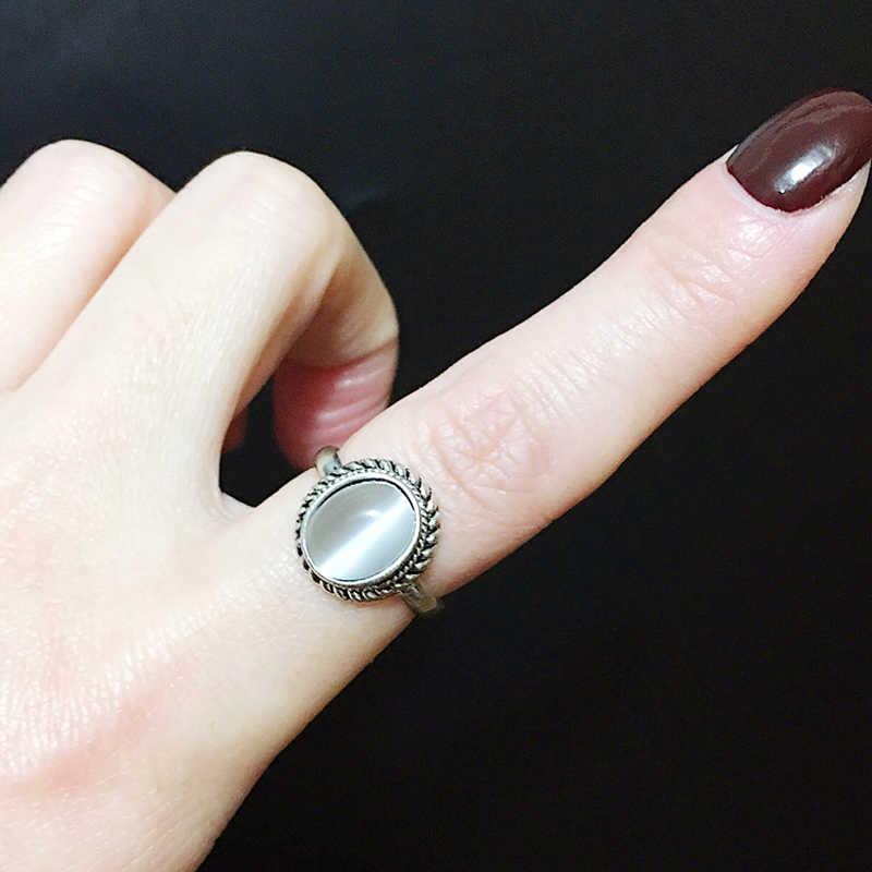 หรูหราวินเทจสีเงินชุบด้วยรูปไข่ธรรมชาติหินโอปอลแหวนสำหรับเครื่องประดับจัดงานแต่งงานสัญญาหมั้นแหวนR Etro