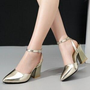 Image 5 - أحذية حريمي جديدة موضة 2020 بكعب سميك أحذية حريمي لحفلات الزفاف أحذية ذهبية وفضية أحذية صيفية بحزام للكاحل مقاس 34 43 f532