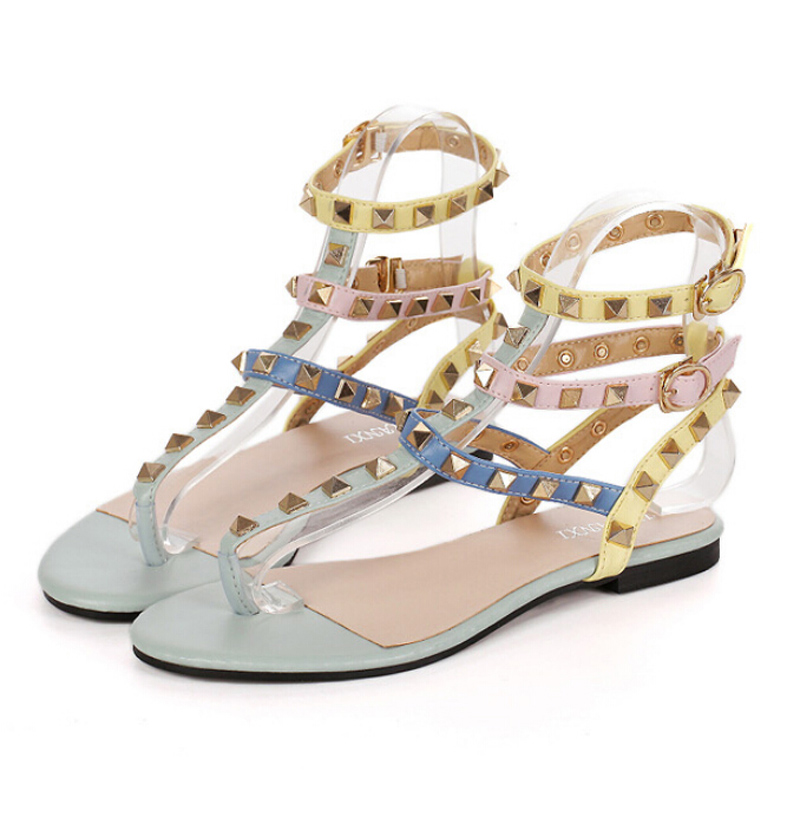 2016 New Brand Summer style Beach Sandals Buckle Straps Sandals with Rivets T strap summer flat