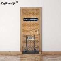 Keythemelife 2 adet/takım Platformu 9 3/4 Duvar Çıkartmaları DIY Duvar Ev Dekorasyonu Poster PVC Su Geçirmez Kapı Sticker İmitasyon 3D EA