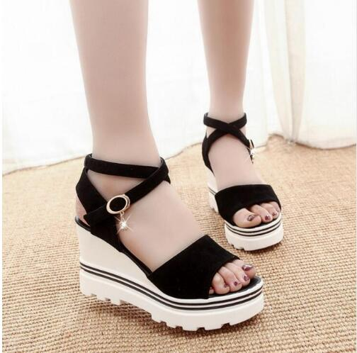 цены 2017 Summer Korean muffin fish head women sandals with platform sandals wild simple shoes shook with students in X383