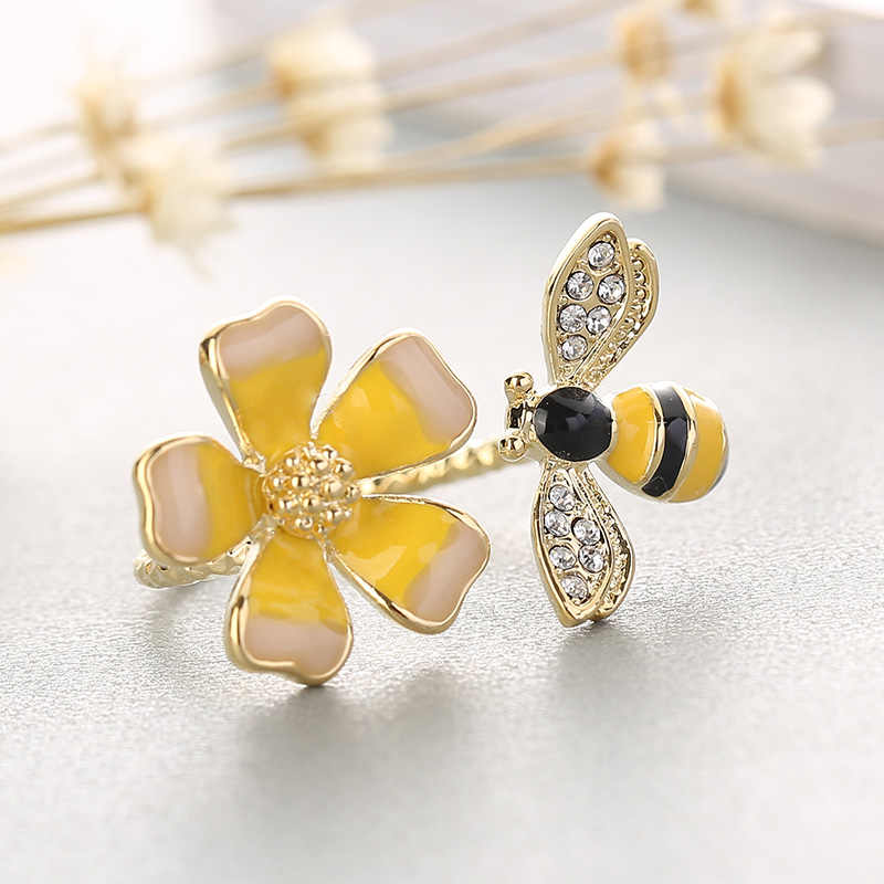 Handmade Enamel Yellow Flower Rings For Woman Delicate Flower with Lovely Bee Ring Fashion Copper Jewelry Gift anillos mujer