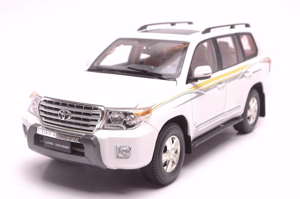 1:18 Diecast Model for Toyota Land Cruiser LC200 White SUV Alloy Toy Car Miniature Collection Gift 1 18 vw volkswagen teramont suv diecast metal suv car model toy gift hobby collection silver