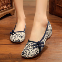 New 2017 Spring And Summer Fashion Women Chinese Style Flats Old Pecking Shoes Embroidered Canvas Casual
