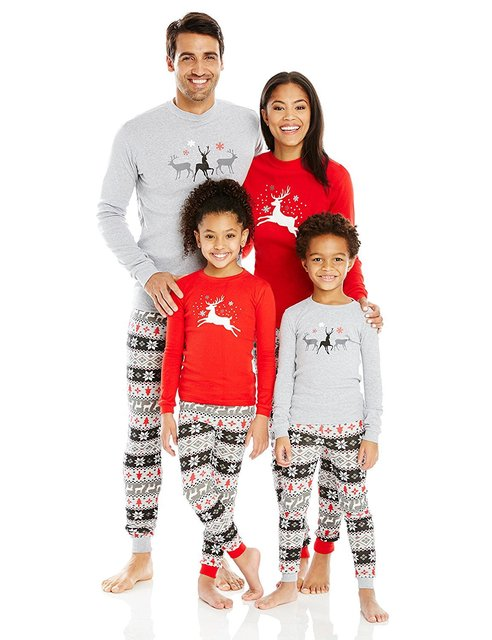 2018 New Christmas Pajamas Family Matching Clothes Sets Winter Mother Father  And Son Christmas Outfits Suit Family Look Clothing 0cd4a2f0f