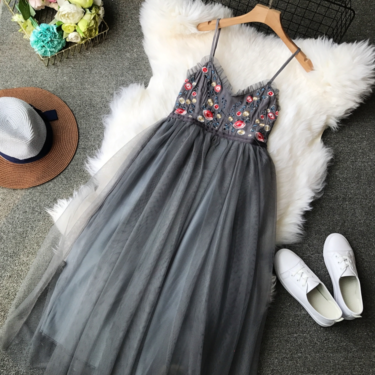 2019 Women Spring Floral Embroidery Strap Banquet Party Ball Dresses Mesh Pleated Long Fluffy Dress Summer vestido de fiesta Платье