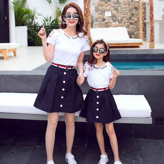 Familie matchende tøj sommer