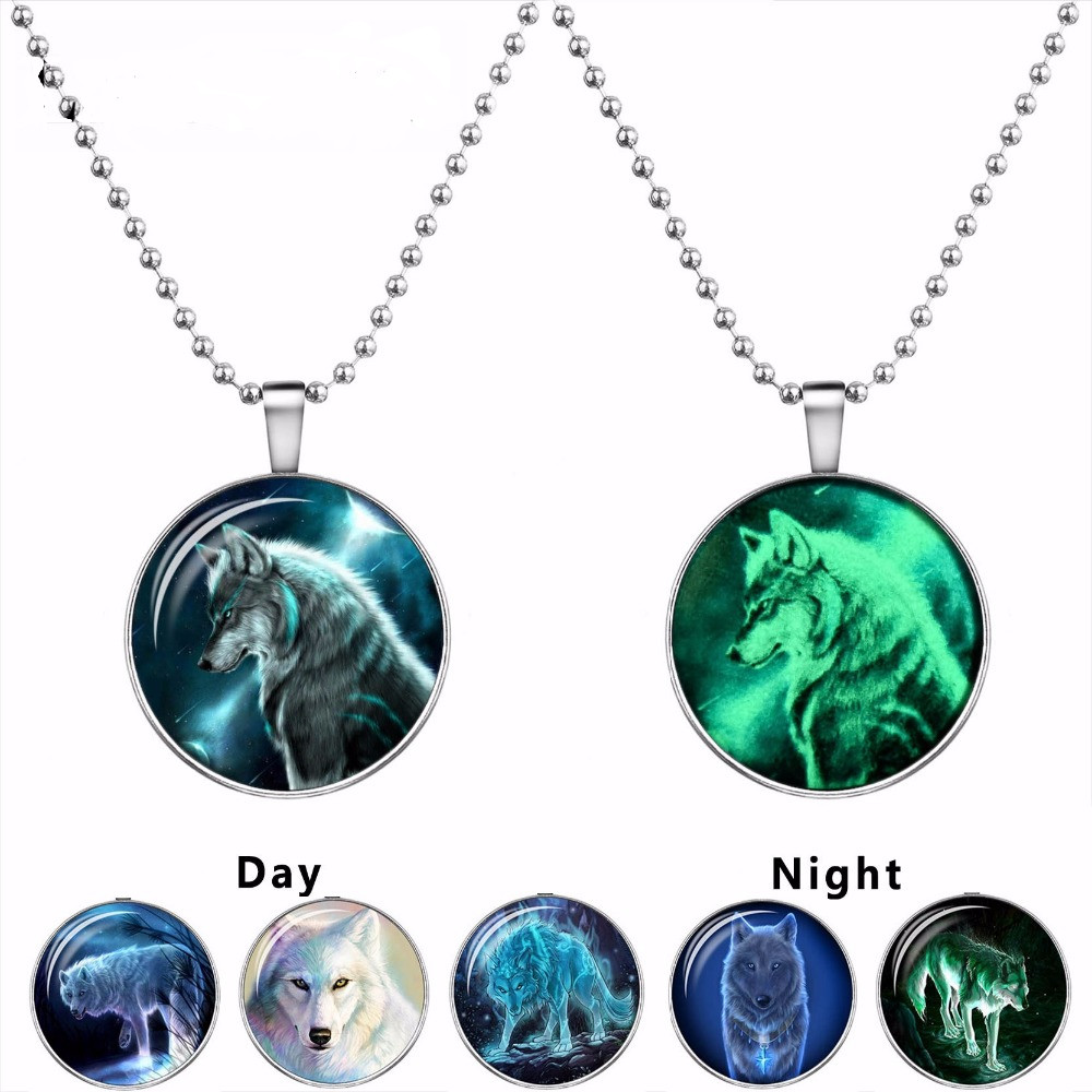 2016 Wolf Cabochon Glass Glowing Pendant Necklaces Fashion Jewelry Silver  Plated Chain Glow In The Dark