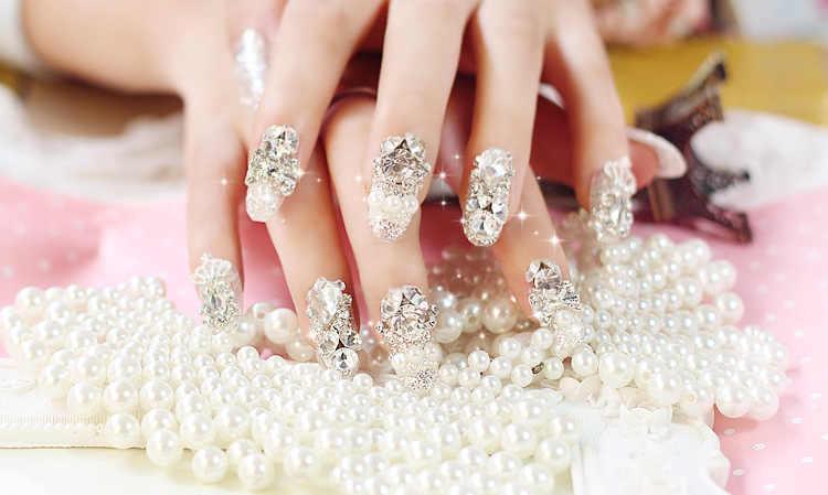 ... Fashion 24PCS Shining Rhinestone Wedding False Nails Transparent  Glitter Crown Designed Square Full Short Fake Nails 80a2392302a1