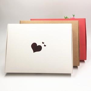 Image 3 - Boîtes en papier de cœurs rouges estampillés à chaud, étiquette en forme de fleur, pour présentoir, emballage, bibelots, nouveauté de cosmétiques, 20x15x2,5, 30 pièces