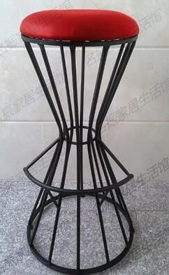 The bar chair. The Nordic line chair art chair.. Stool high chair real wood bar chair european bar chair iron art chair rotate the front chair