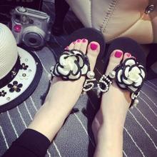 Beautiful Camellia Flower Sweet Flip Flops Summer Women Casual Sandals Black White Slip-on Summer Beach Slides Sandals
