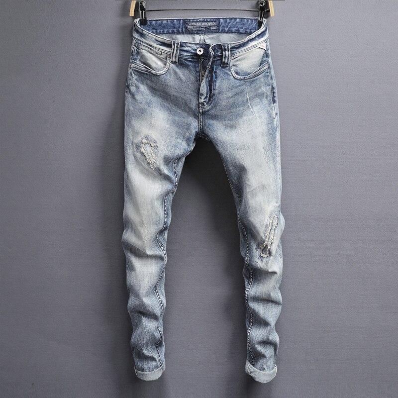 アメリカのストリートファッションの男性のジーンズライトブルースリムフィット弾性デニムパンツ hombre 男性ヒップホップジーンズためのジーンズをリッピングオム  グループ上の メンズ服 からの ジーンズ の中 1