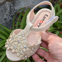 Buy little girls sandals PU for muslims toddler shoes beige pink open toe summer style baby girls elegant sandals crystal diamond directly from merchant!