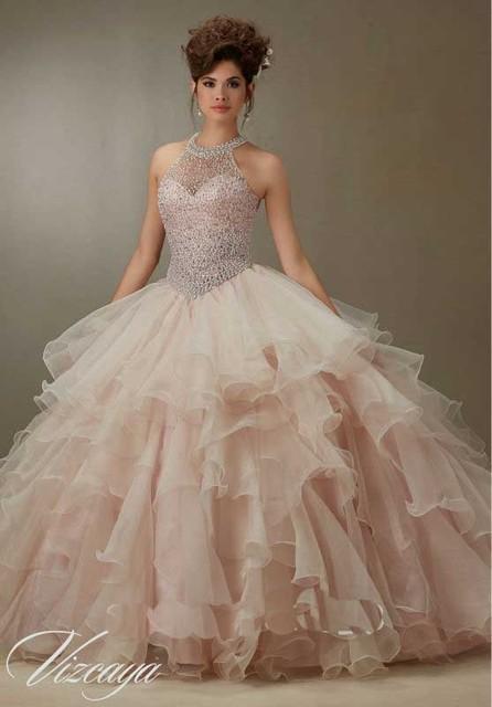 Sexy Backless Halter Cristal Com Pérolas Nudez Rosa Quinceanera Vestidos Moda Princesa Vestidos de Baile Vestidos De 15 Años Rosa