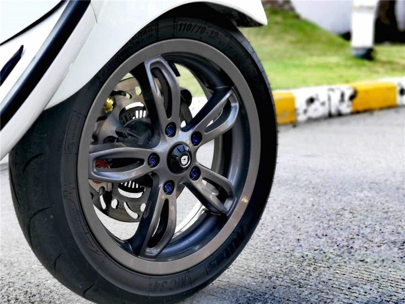 Image 4 - Maru's Front Wheel Decoration Wheel hub Decorative cover For piaggio vespa gts gtv 300 Sprint 150 Spring 150 Primavera 150-in Covers & Ornamental Mouldings from Automobiles & Motorcycles
