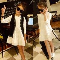Белое платье и черный жилет