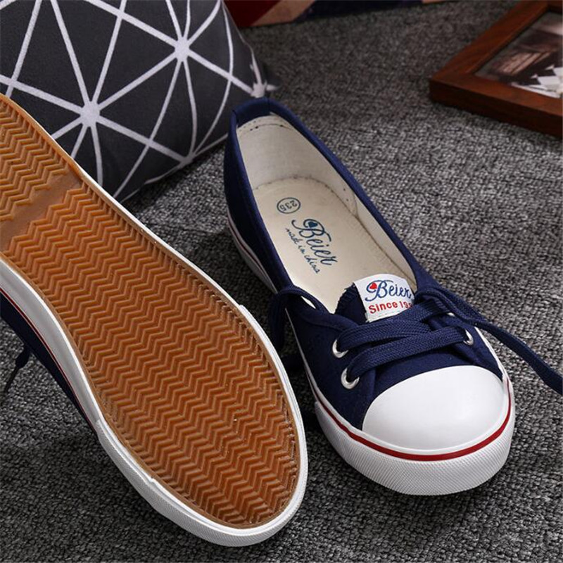 цена 2018 spring summer light canvas shoes women shoes slip-on Korean tide students set foot pedal flat shoes casual sneakers