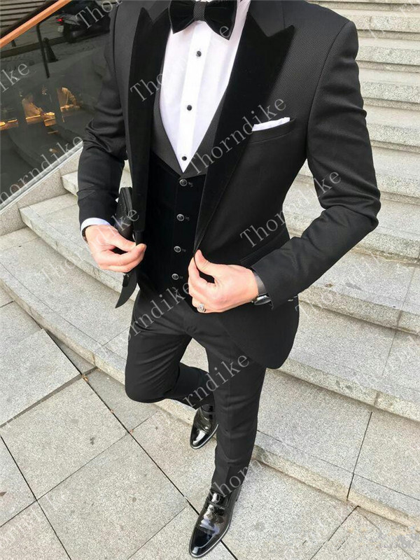 cool-two-buttons-groomsmen-one-button-groom