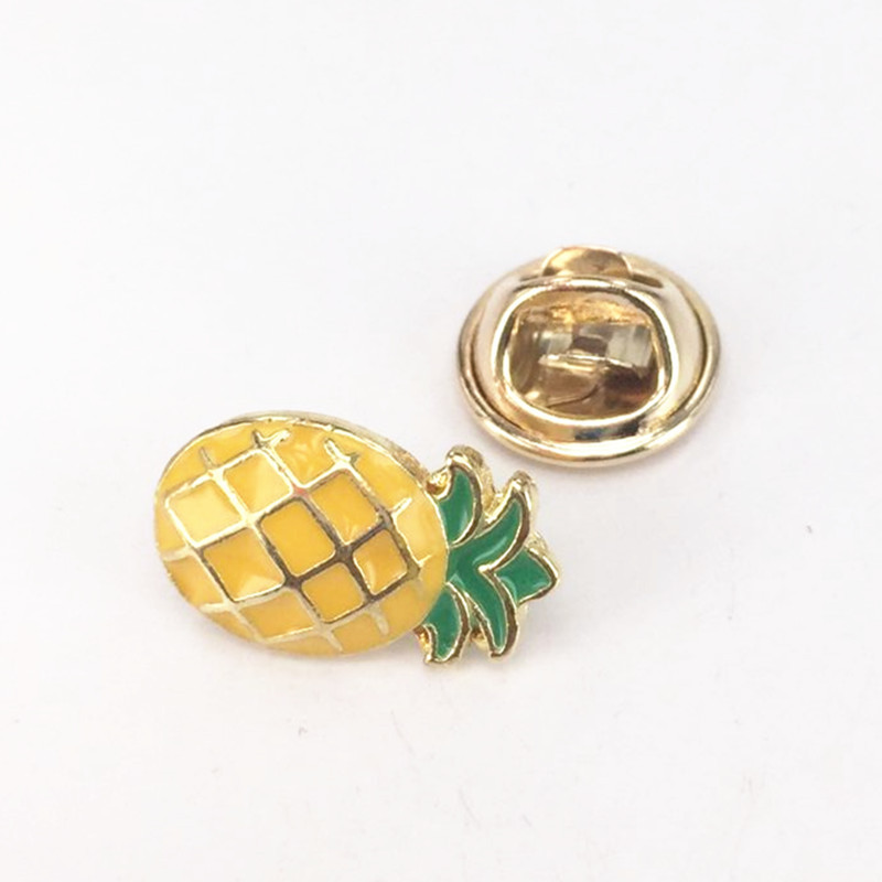 Fruit Enamel Pin Brooch Strawberry Pineapplel Brooches for Women Grils Kids Summer Scarf Pins Brooch Vocation Gift