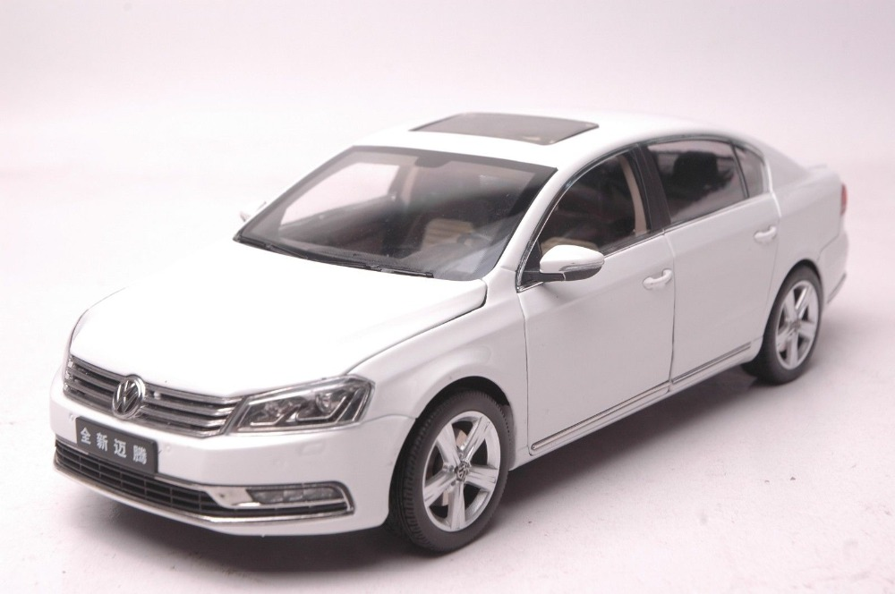 1:18 Diecast Model for Volkswagen VW Magotan B7L 2012 Passat White Alloy Toy Car Collection Gifts high simulation 1 18 advanced alloy car model volkswagen golf gti 1983 metal castings collection toy vehicles free shipping