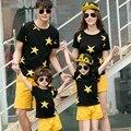 A Juego de Ropa de verano de la Familia Conjunto Madre Padre Hija Hijo Camiseta y Pantalones de Algodón de Impresión Estrellas Ropa Fijada Familia Mirada