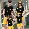 Combinando Roupas de verão Da Família Família Definir Pai Mãe Filho Filha T-shirt & Calças De Algodão De Impressão Estrelas Roupas Definir Família Olhar