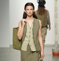 Wholesale classic khaki green 100% linen fabrics / windbreaker Dress coat polyester leather fabric Width: 150cm fabric B005