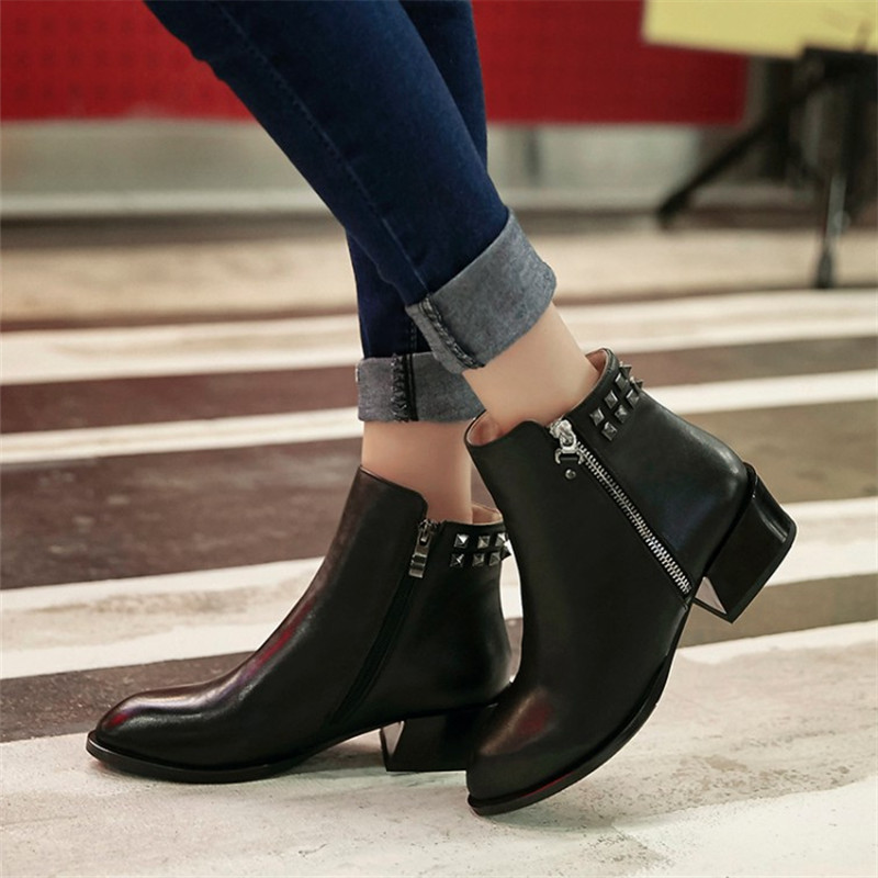 Autumn Vintage Martin ankle short boots genuine leather Casual Shoes Handmade women Rivet motorcycle snow boots Plus Size 34-43 women led light shoes casual shoes led luminous boots unisex genuine leather ankle boots women usb charging martin boots 35 46