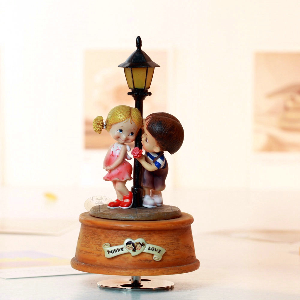 Lamp Streetlight rotating light emitting music box birthday gift male also for wedding Christmas and home free shipping-in Music Boxes from Home & Garden    1