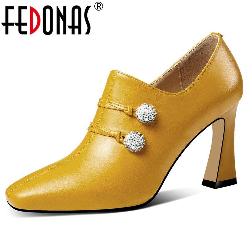 FEDONAS جديد نمط حذاء نسائي بكعب عالٍ مضخات جلد طبيعي حجر الراين حزب الزفاف الأحذية والجلود الناعمة الربيع الخريف الأساسية مضخات-في أحذية نسائية من أحذية على  مجموعة 1