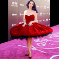 Selena Gomez Katy Perry vestidos no tapete vermelho fora do ombro plissados vestidos celebridade curto Red vestido de festa à noite Soriee