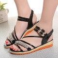 Новое лето металлические пряжки рыбы рот обувь Рим женская мода плоским пляж сандалии женщин