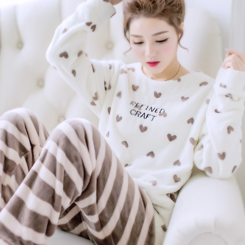 abc6dc4a585b0 Femmes Salon Ensemble Corail Polaire 2019 Nouvelle Arrivée Hiver Femelle  Pyjama Ensembles Jeunes vêtements de Nuit Pull Et Pantalon Vente Chaude