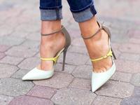 Неоновый Пряжка на щиколотке Лакированная кожа лоскутное дамы сексуальные Высокие каблуки модные весенние белые кожаные Для женщин Насосы
