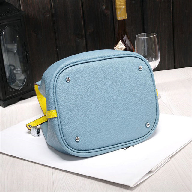 2017 New Women's handbags famous brands top quality ladies Genuine leather bags designer brand lock shopping totes bucket bag