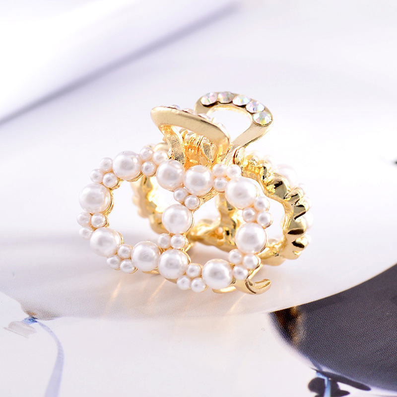 Купить с кэшбэком Sale 1PC  Korea New Imitation Pearl  Hair Clip Women Hairpin Sweet Adult Small Hair Claw Barrette Beauty Styling Tools