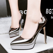 Livraison gratuite nouvelle-Coréen fine avec chaussures imperméables sexy en cuir verni Strass pointu peu profonde bouche stilettos