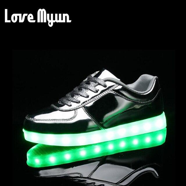 5a6eb8d15f6fd7 Nieuwe 7 Kleuren Fashion Led-verlichting USB Opladen Schoenen Mannen Lichtgevende  Schoenen Goud Zilver Licht
