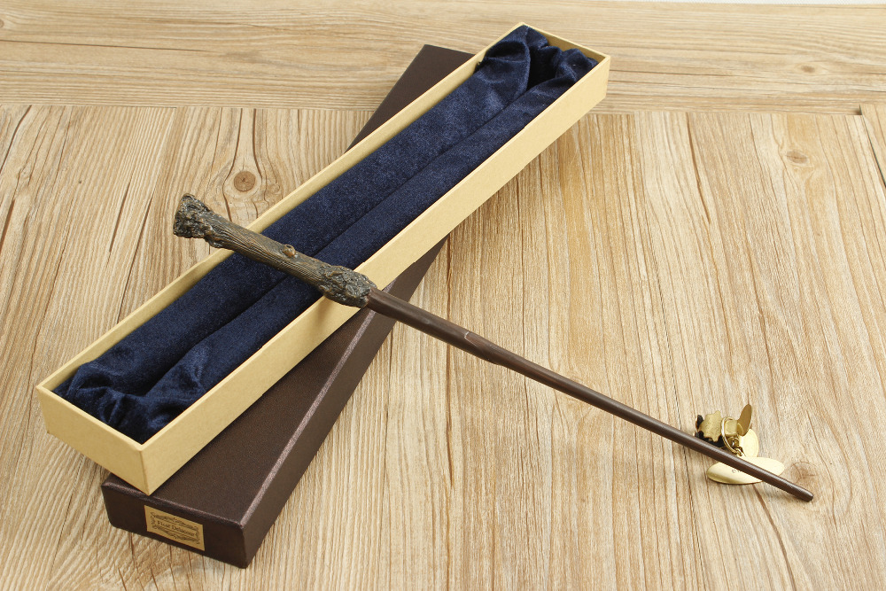 2016 With Iron Core Harri Potter wand New Quality Deluxe COS Magical Wands with Gift Box Packing image