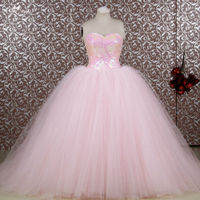 RSE653 זול Vestidos דה חבושים Anos 2016 ארוכות נפוחה כדור שמלות Quinceanera כותנות אור ורוד