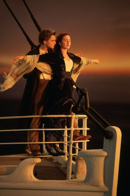A136 Titanic Jack And Rose Hug In The Bow Poster Art Wall Pictures