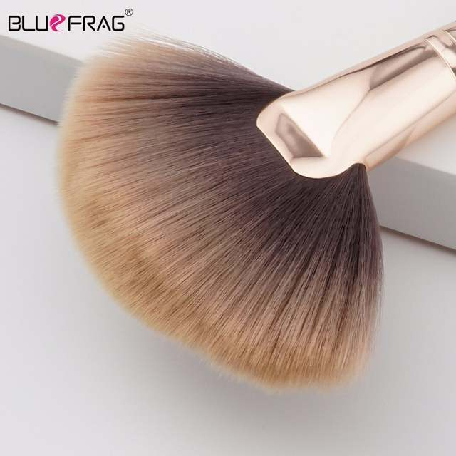 Facial fan brushes all