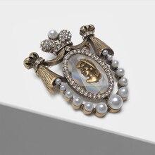 Amorita épingles design tête de dame, broche court vintage boutique