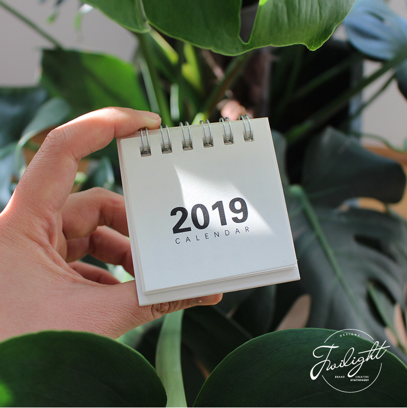 2019 New Year Calendar 2019 Fashion Simple Lovely Mini Table Calendars Vintage Kraft Paper Desk Calendar Office School Supply Calendar